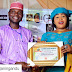 Mawakin Kwankwasiyya Tijjani Gandu Ya samu Award Sanadiyar Wakar Abba Gida Gida (cikin hotuna)