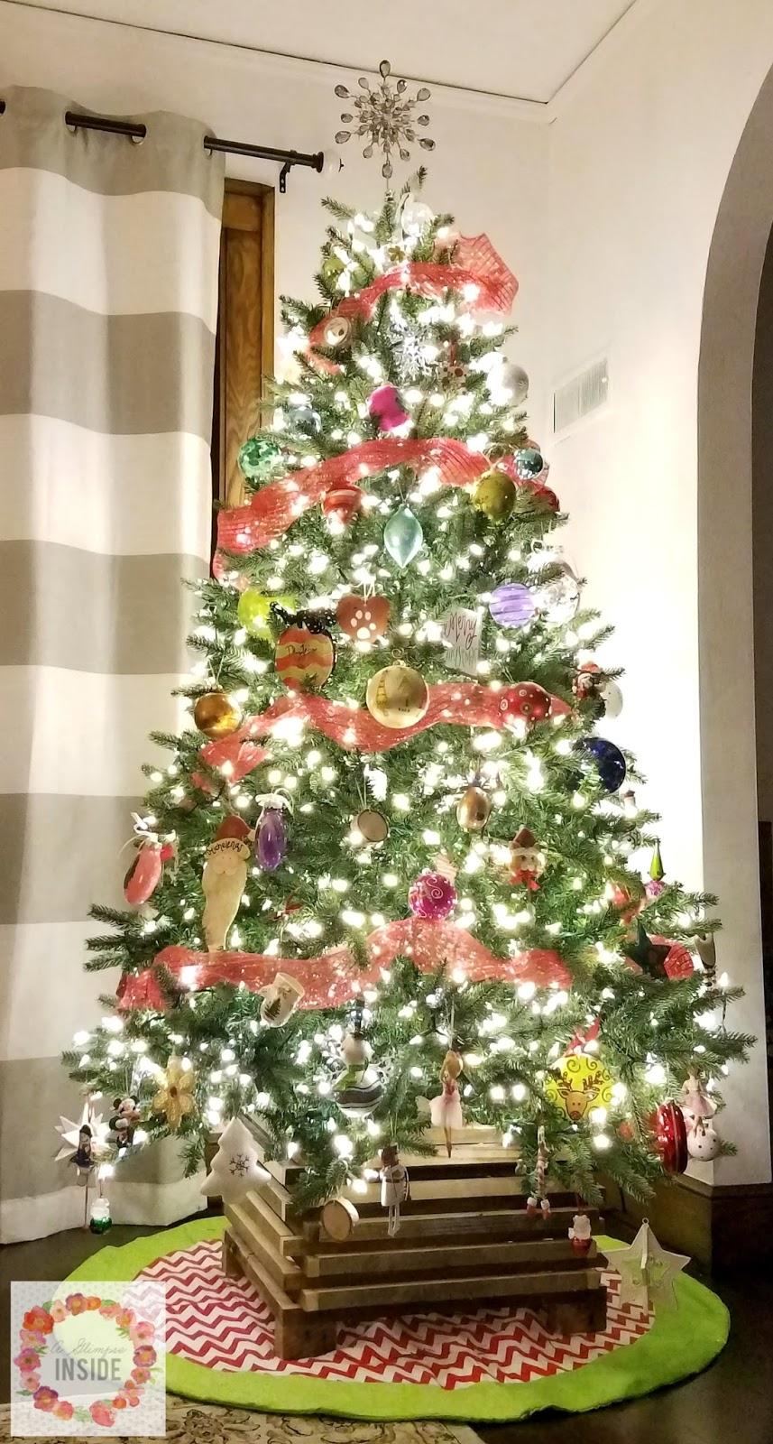 diy rustic christmas tree stand a glimpse inside. Black Bedroom Furniture Sets. Home Design Ideas