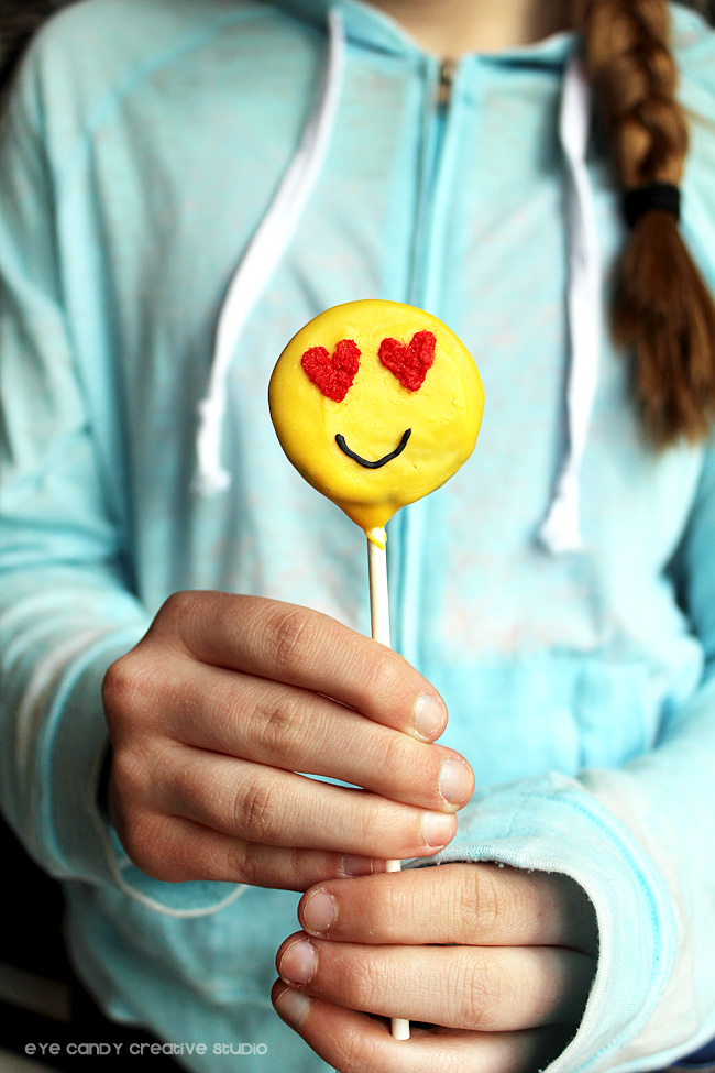 emoji pops, emoji birthday party, emoji eats, emoji dessert idea