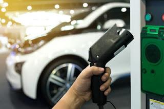 """Pere Navarro, sobre el coche eléctrico: """"cometimos el error de vender un producto que no tenemos dónde enchufarlo"""""""