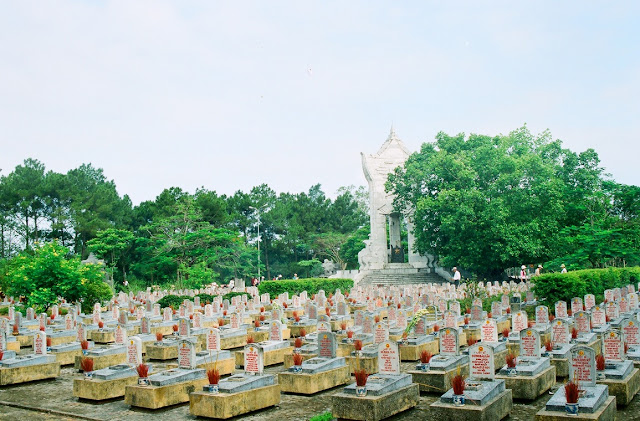 Truong Son National Martyrs' Cemetery