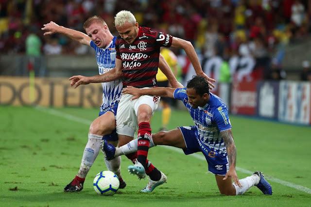 CBF pode fazer jogos do Brasileirão às 11h, decide TST