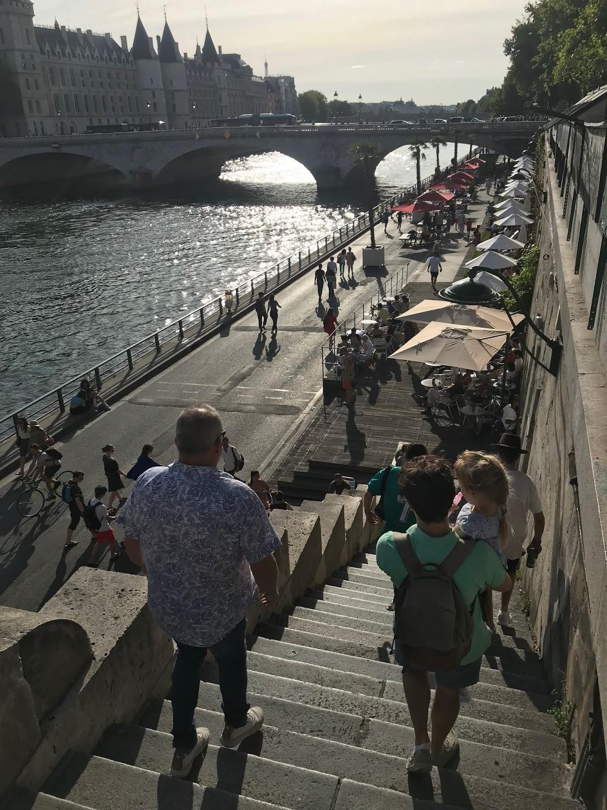 Paikkoja koukku Pariisissa
