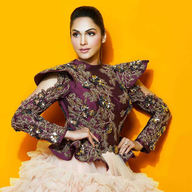 Isha Koppikar husband, daughter photos, feet, wedding, movies, hot, age, wiki, biography