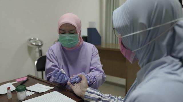 Zona Merah,  Nakes dan Karyawan RSHS Bandung Di Rapid Diagnostic Test (RDT) COVID-19