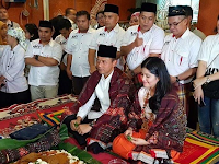 Akan jadi Cagub, Annisa Pohan menggelar ritual adat Batak Upa-upa
