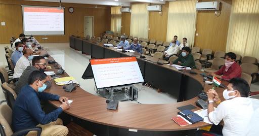 Review-Meeting-सागर-जिले-में-सड़क-सेतु-निर्माण-में-आ-रहीं-हैं-दिक्कतें