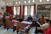 Kapolsek Menjalin Hadiri Kegiatan Rapat Sosialisasi PETI bersama Forkopimcam dan Tokoh Masyarakat