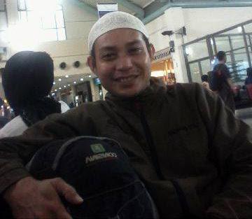 Shalat di bandara Samratulangi