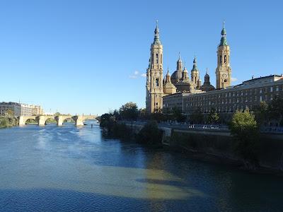 La ciudad de Zaragoza, bañada por el río Ebro