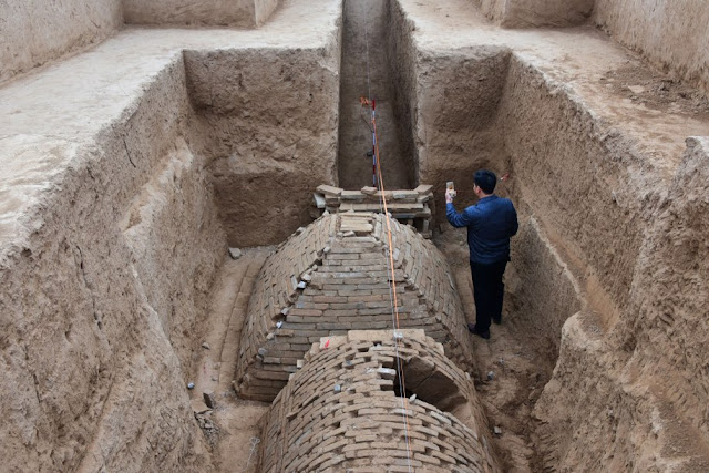 Archaeologists find pyramid-shaped tomb in China
