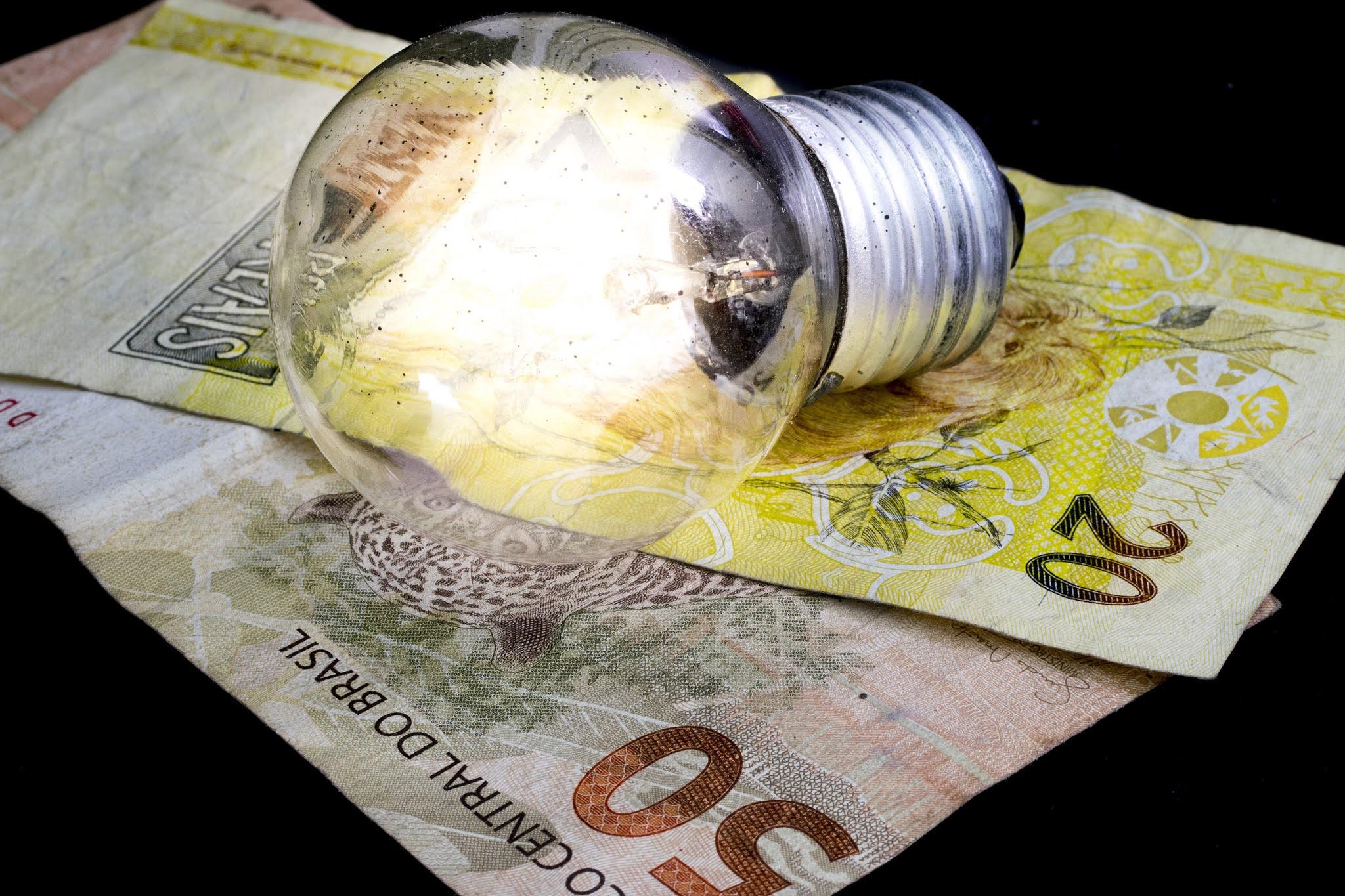 Conta de luz: Aneel reajusta valor da bandeira tarifária vermelha 2 em 52%