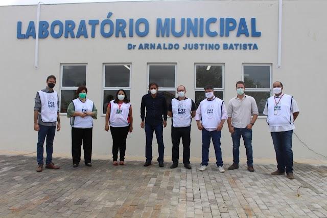 Mozarlândia: JBS entrega laboratório que amplia capacidade de análises clínicas do município