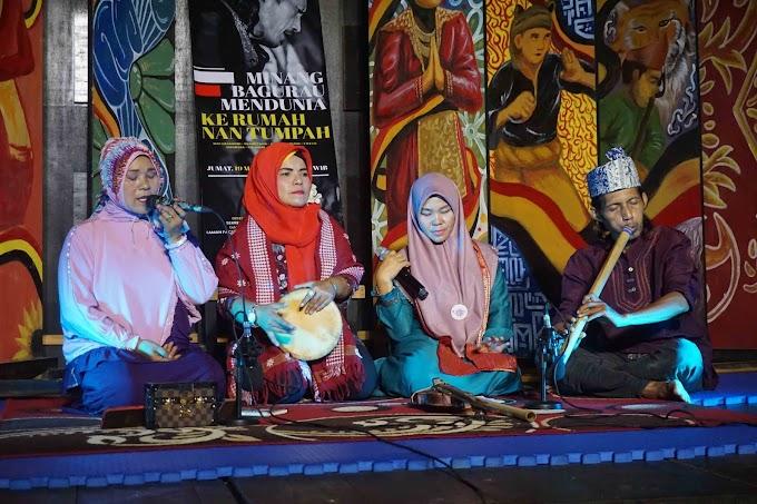 Kolaborasi KSNT dan MBM: Malam Badendang di Rumah Nan Tumpah