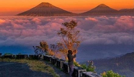 Puncak Gunung Telomoyo Magelang