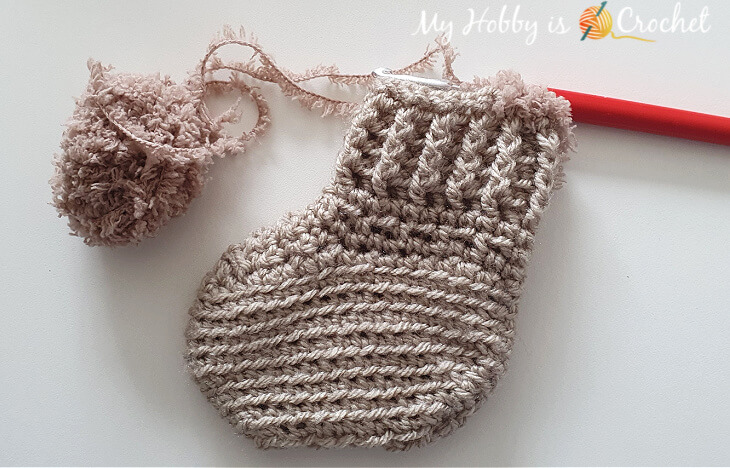 Adding fluff yarn around the cuff