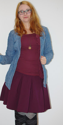 [Fashion] Bordeaux loves Autumn: Weinroter Rock, Jeansbluse & karierte Strumpfhose // Winered Skirt, jeans jacket & checked tights