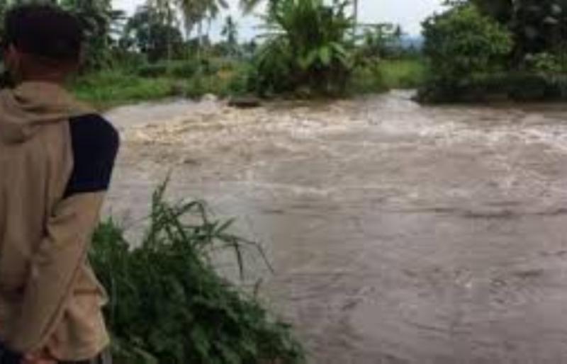 Tragis! Isi Waktu Luang Libur Sekolah, Pelajar Ini Tewas Terseret Arus Sungai saat Memancing