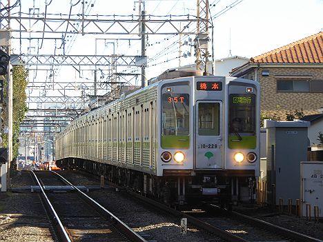 京王電鉄の区間急行が鈍足化した3つの理由とは?