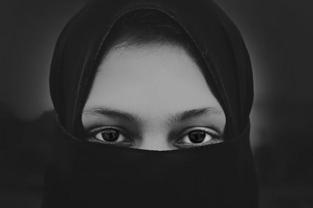 ভদ্র মেয়ে চেনার উপায় বা ভালো মেয়ের বৈশিষ্ট্য  - 12 Signs Of A Good Woman