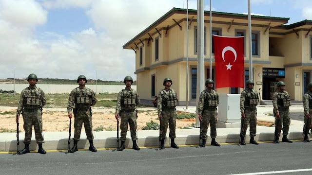 ΗΑΕ: Η τουρκική βάση στο Κατάρ αποσταθεροποιεί την περιοχή