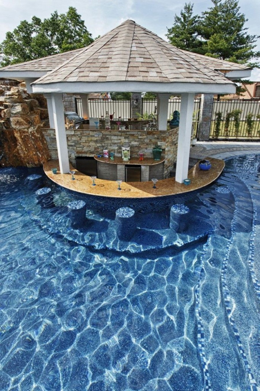 Adorable Outdoor Kitchen Designs with Pool Supporting Healthy ...