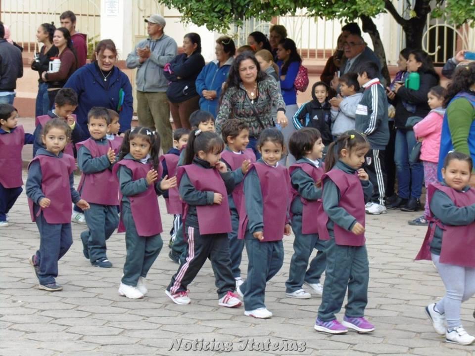 Noticias itate as se realiz el desfile por el d a de los for Inscripciones 2016 jardin de infantes