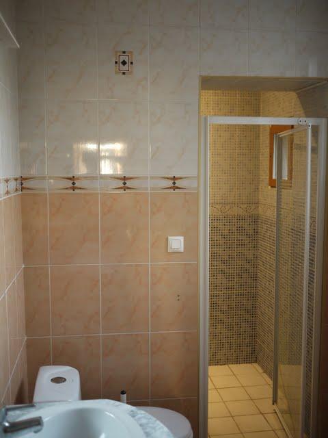 trendy lumire dans la douche italienne with cout renovation salle de bain 10m2. Black Bedroom Furniture Sets. Home Design Ideas