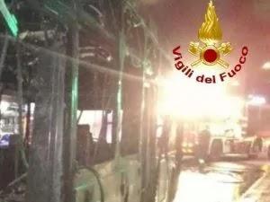 Roma: ennesimo bus a fuoco nella notte del 29 giugno