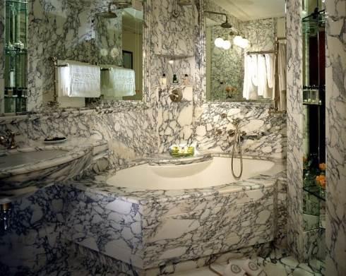Kamar Mandi Unik Minimalis batu alam yang nyaman