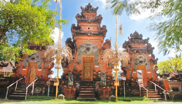 Seminyak Bali tourist attractions provide a variety of comfortable facilities such as; Resorts and Hotels, Private Villas, Spas, Restaurant Café and Bars, Shopping center and Nightlife Area.