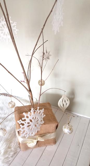 Minimalist Christmas Tree, Unique Christmas Tree, Rustic Christmas Tree, Burlap Christmas Decor, Budget-friendly Christmas Tree