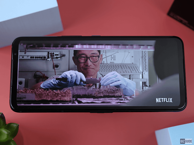 Globe, Converge claim top spot on Netflix's internet speed index (April 2021)