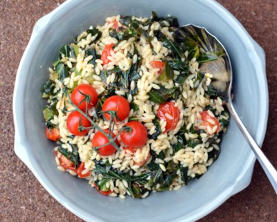 Italian Pasta Salad with Garlicky Tomatoes & Collard Greens, another healthy refrigerator salad ♥ AVeggieVenture.com. Vegan. Weight Watchers Friendly.