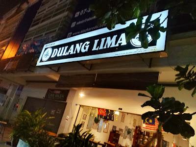 Makan Malam Di Dulang Lima Cafe JB