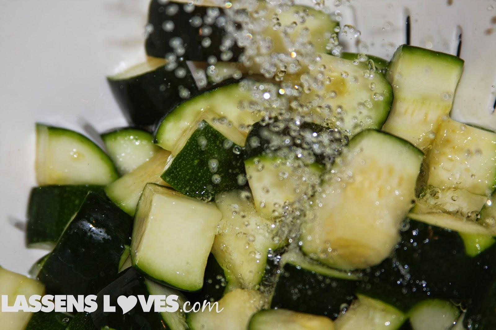 zucchini+salad, raw+salad, vegan+salad