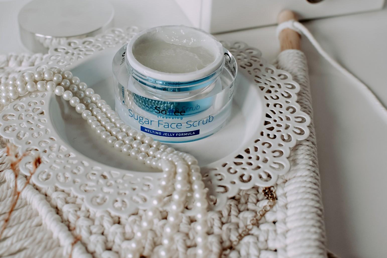 Oczyszczanie skóry z kosmetykami Saffee