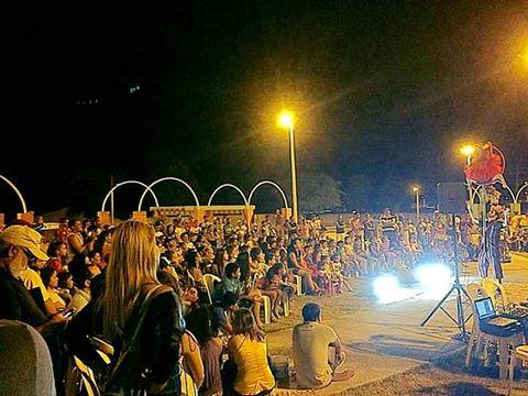 Centenas de Piranhenses acompanharam a estreia da Novela Velho Chico em praça pública