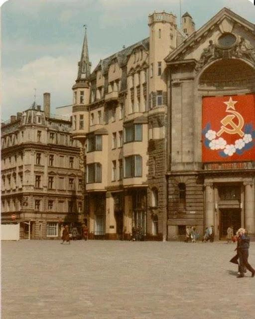 1985 год. Рига. На площади 17 Июня