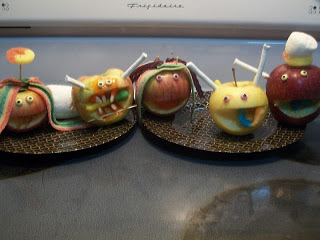 http://www.pamspartyandpracticaltips.com/2012/10/countdown-to-halloween-apple-candy.html
