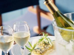 Ăn cá nên uống kèm rượu vang