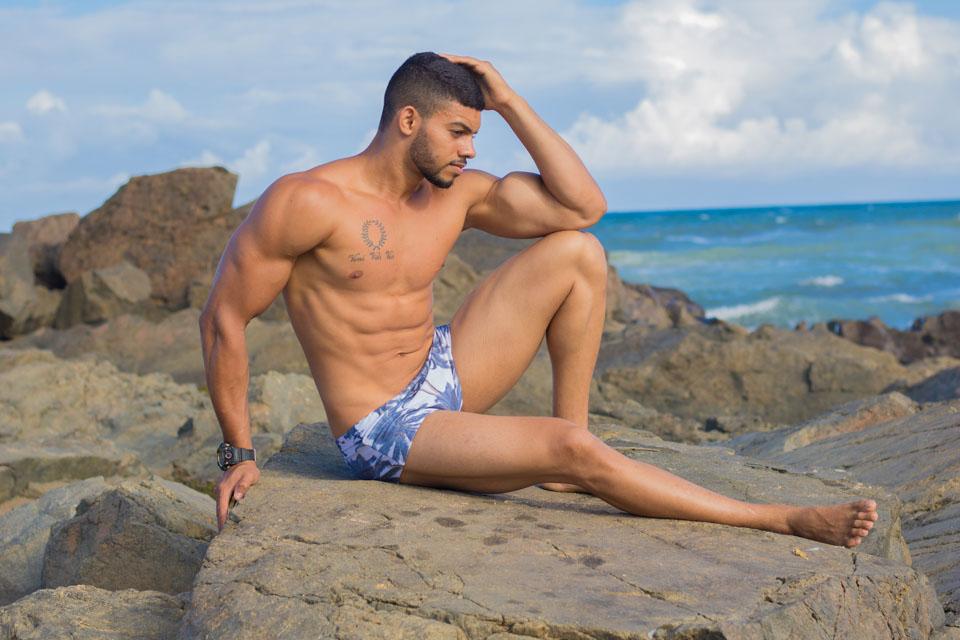 Modelo fitness Jadson dos Santos mostra o corpo sarado em ensaio. Foto: Danilo Alves