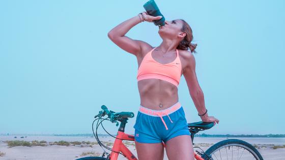 شرب الماء وسط التمارين