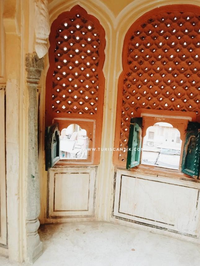 hawa mahal istana ratusan jendela