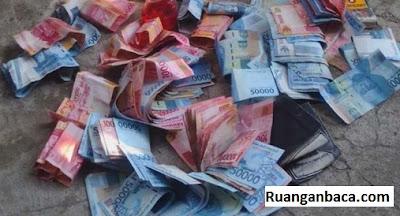 gambar duit banyak