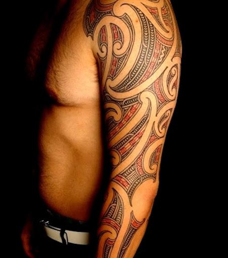 Preto e vermelho tribal maori manga