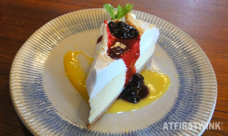 Jamie's Italian Markthal Amalfi Lemon meringue cheesecake front