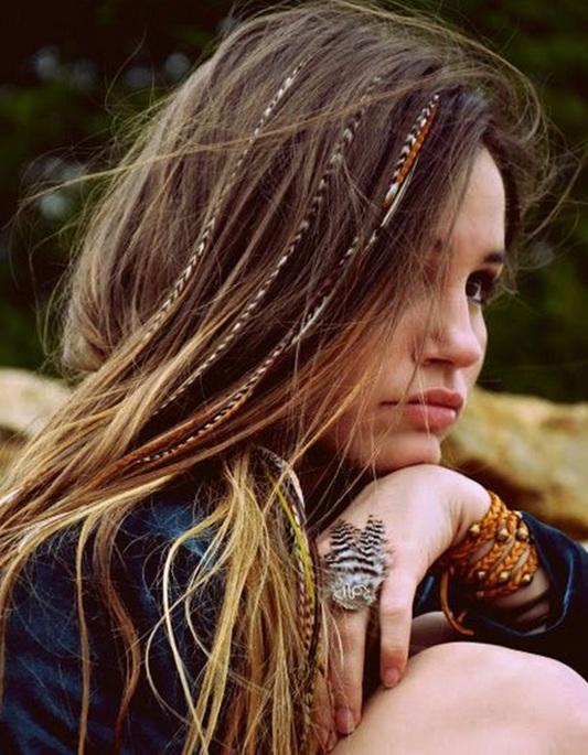 Si tienes mucho pelo puede utilizar una venda para mantener en el lugar, o usted puede deslizar la venda debajo de su crin brillante. Aquí son 23 peinados