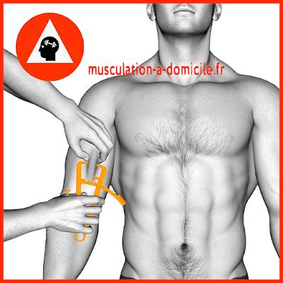 mesure biceps homme pince à plis cutanés adipomètre musculation fitness