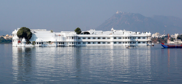 lake-pichola-top-places-to-visit-in-udaipur